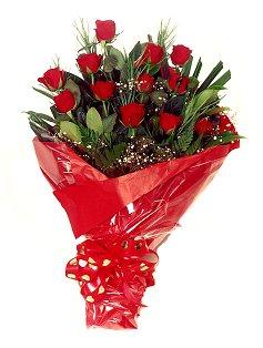 12 adet kirmizi gül buketi  Iğdır Akyumak 14 şubat sevgililer günü çiçek