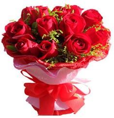 9 adet kirmizi güllerden kipkirmizi buket  Iğdır Akyumak 14 şubat sevgililer günü çiçek