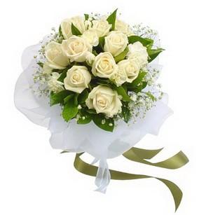 Iğdır Alikamerli çiçek satışı  11 adet benbeyaz güllerden buket