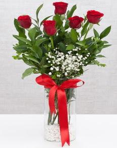 cam vazo içerisinde 5 adet kırmızı gül  Iğdır Yaycı çiçek mağazası , çiçekçi adresleri