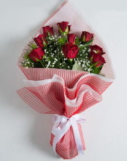 9 adet kırmızı gülden buket  Iğdır 7 kasım çiçekçiler