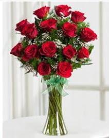Cam vazo içerisinde 11 kırmızı gül vazosu  Iğdır çiçek yolla yurtiçi ve yurtdışı çiçek siparişi