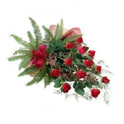 Iğdır Karakuyu çiçek online çiçek siparişi  10 adet kirmizi gül özel buket çiçek siparisi