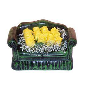 Seramik koltuk 12 sari gül   Iğdır Cumhuriyet çiçek siparişi vermek