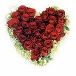 kalp biçiminde 15 gülden   Iğdır Hakveis çiçek gönderme