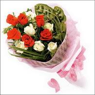 5 kirmizi 5 beyaz güllerden   Iğdır Karakuyu çiçek online çiçek siparişi