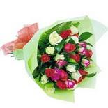 12 adet renkli gül buketi   Iğdır 14 kasım hediye çiçek yolla