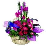 çikolata ve sepette çiçek   Iğdır 14 kasım hediye çiçek yolla