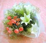 Iğdır 12 eylül çiçekçi mağazası  lilyum ve 7 adet gül buket