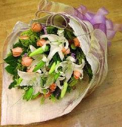Iğdır Enginalan uluslararası çiçek gönderme  11 ADET GÜL VE 1 ADET KAZABLANKA