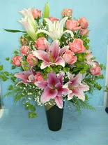 Iğdır Enginalan uluslararası çiçek gönderme  cam vazo içerisinde 21 gül 1 kazablanka