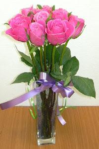 cam vazo içerisinde 11 adet gül  Iğdır Enginalan uluslararası çiçek gönderme