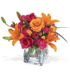 Iğdır karakoyunlu çiçek gönderme sitemiz güvenlidir  cam içerisinde kir çiçekleri demeti