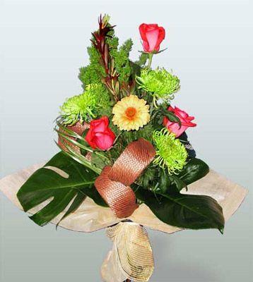 Iğdır Cumhuriyet çiçek siparişi vermek  3 adet gül 4 adet gerbera çiçegi sade buket