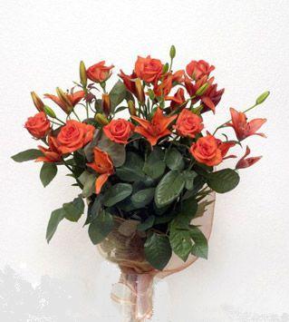 9 adet gül ve 3 adet lilyum çiçegi buketi   Iğdır Hoşhaber çiçek servisi , çiçekçi adresleri
