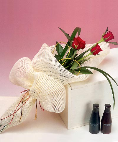 3 adet kalite gül sade ve sik halde bir tanzim  Iğdır Melekli anneler günü çiçek yolla