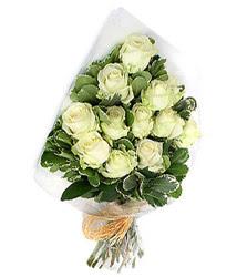 Iğdır Alikamerli çiçek satışı  12 li beyaz gül buketi.