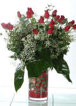 Iğdır Hakveis çiçek gönderme  11 adet kirmizi gül ve cam yada mika vazo tanzim