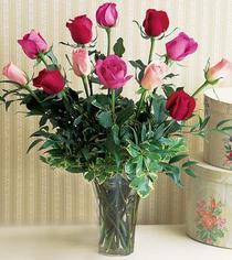 Iğdır karakoyunlu çiçek gönderme sitemiz güvenlidir  12 adet karisik renkte gül cam yada mika vazoda