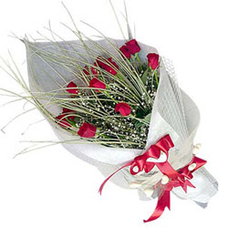 Iğdır Kışla çiçekçi telefonları  11 adet kirmizi gül buket- Her gönderim için ideal