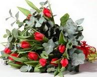 Iğdır 7 kasım çiçekçiler  11 adet kirmizi gül buketi özel günler için