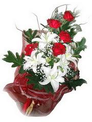 Iğdır Tuzluca çiçek yolla  5 adet kirmizi gül 1 adet kazablanka çiçegi buketi