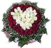 Iğdır karakoyunlu çiçek gönderme sitemiz güvenlidir  27 adet kirmizi ve beyaz gül sepet içinde