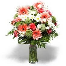 Iğdır Akyumak 14 şubat sevgililer günü çiçek  cam yada mika vazo içerisinde karisik demet çiçegi