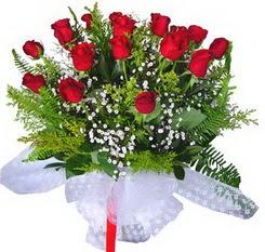 Iğdır 7 kasım çiçekçiler  12 adet kirmizi gül buketi esssiz görsellik