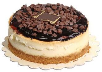 pasta yolla 4 ile 6 kisilik çikolatali yas pasta  Iğdır Karakuyu çiçek online çiçek siparişi
