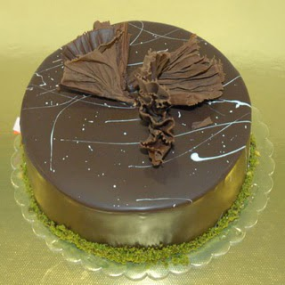 pastaci ustamizdan 4 ile 6 kisilik fistikli çikolatali yaspasta  Iğdır Aralık İnternetten çiçek siparişi