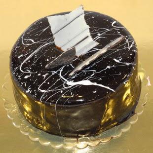 pasta gönder 4 ile 6 kisilik parça çikolatali yaspasta  Iğdır Melekli anneler günü çiçek yolla