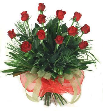 Çiçek yolla 12 adet kirmizi gül buketi  Iğdır Hakveis çiçek gönderme