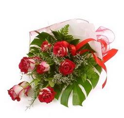 Çiçek gönder 9 adet kirmizi gül buketi  Iğdır Özdemir hediye sevgilime hediye çiçek