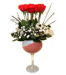 Iğdır Akyumak 14 şubat sevgililer günü çiçek  cam kadeh içinde 7 adet kirmizi gül çiçek