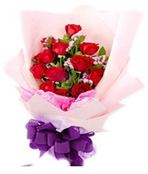 7 gülden kirmizi gül buketi sevenler alsin  Iğdır 14 kasım hediye çiçek yolla