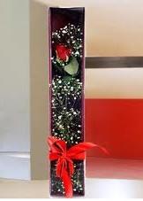 kutu içinde tek kirmizi gül  Iğdır çiçekçiler , çiçek yolla , çiçek gönder , çiçekçi