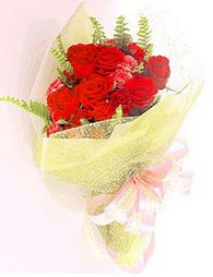 9 adet kirmizi gül buketi  Iğdır Hoşhaber çiçek servisi , çiçekçi adresleri