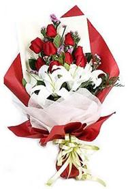 Iğdır Aşağı erhacı online çiçek gönderme sipariş  9 adet gül 2 adet kazablanka buketi