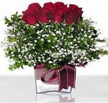 Iğdır Enginalan uluslararası çiçek gönderme  mika yada cam vazo içerisinde 7 adet gül