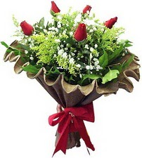 Iğdır Karakuyu çiçek online çiçek siparişi  5 adet kirmizi gül buketi demeti
