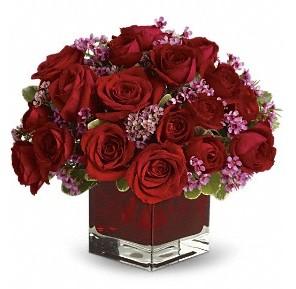11 adet kırmızı gül vazosu  Iğdır Akyumak 14 şubat sevgililer günü çiçek