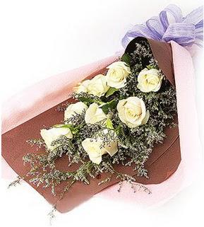 Iğdır Hoşhaber çiçek servisi , çiçekçi adresleri  9 adet beyaz gülden görsel buket çiçeği