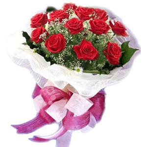 Iğdır 7 kasım çiçekçiler  11 adet kırmızı güllerden buket modeli