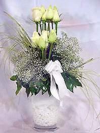 Iğdır Karakuyu çiçek online çiçek siparişi  9 adet vazoda beyaz gül - sevdiklerinize çiçek seçimi