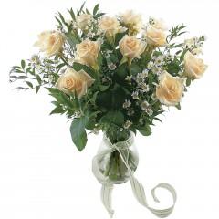 Vazoda 8 adet beyaz gül  Iğdır çiçekçiler güvenli kaliteli hızlı çiçek