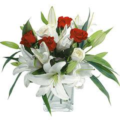 vazo içerisinde 4 gül 1 adet kazablanka  Iğdır Karakuyu çiçek online çiçek siparişi