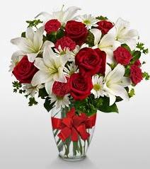 Eşsiz vazo tanzimi güller kazablankalar  Iğdır Karakuyu çiçek online çiçek siparişi