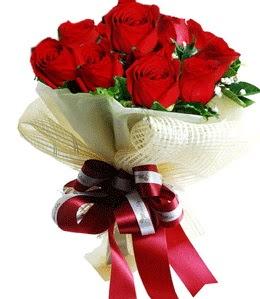 9 adet kırmızı gülden buket tanzimi  Iğdır 14 kasım hediye çiçek yolla