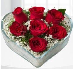 Kalp içerisinde 7 adet kırmızı gül  Iğdır Aralık İnternetten çiçek siparişi